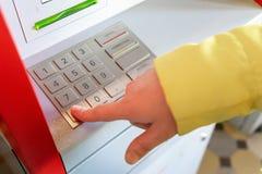 票机器 手工拨的代码 免版税库存图片
