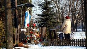 祷告妇女波兰 免版税图库摄影