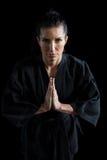 祷告姿势的女性空手道球员 免版税库存图片