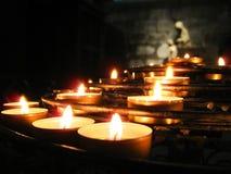 祷告蜡烛,巴黎圣母院 库存照片