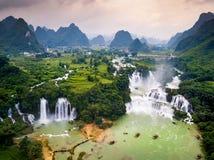 禁令在中国的Gioc Detian瀑布和越南边界天线竞争 免版税库存照片