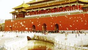 紫禁城&水护城河桥梁,在雪的中国的皇家建筑学 股票录像