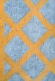 禁止停车黄色十字架区域顶视图 黄色箱子连接点 库存照片