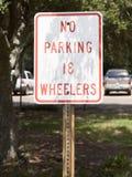 禁止停车18轮车标志 免版税库存图片