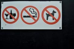 禁止在白色背景的红色标志 免版税图库摄影