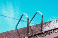 禁止在水池的梯子 免版税库存图片