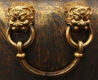 禁止的北京古铜色市朝向狮子 免版税库存图片