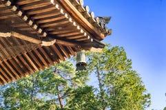 禅宗佛教寺庙与传统响铃的建筑学细节在Nanzen籍寺庙在京都 免版税图库摄影