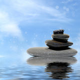 禅宗在水反映的按摩石头 库存图片