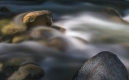 禅宗岩石和水 库存图片