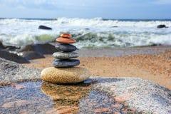 禅宗平衡的小卵石、和谐和平衡 免版税图库摄影