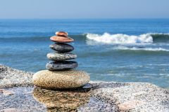 禅宗平衡的小卵石 库存图片