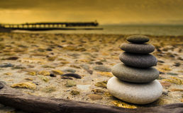 禅宗平衡的石头 免版税库存照片