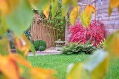 禅宗庭院在秋天 库存图片