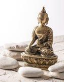 禅宗态度的菩萨在矿物背景 库存图片