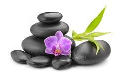 禅宗玄武岩石头、兰花和竹子 免版税库存图片