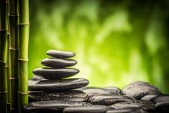 禅宗玄武岩石头和竹子 免版税库存照片