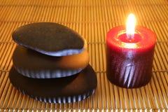 禅宗石头和蜡烛 免版税图库摄影