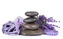 禅宗石头和淡紫色肥皂 库存照片
