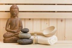 禅宗石头和菩萨雕象在蒸汽浴 免版税库存图片