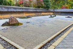 禅宗Ryoanji寺庙的假山花园在京都 免版税库存图片