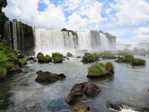 福兹做Iguaçu,巴西,伊瓜苏瀑布的看法,当薄雾造成的是由瀑布 免版税库存照片