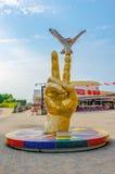 福冈,日本- 2014年6月30日:在如此福冈前面的雕塑 免版税库存照片