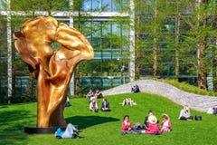福尔图纳,一个铜雕塑Helaine Blumenfeld在周年纪念公园 库存照片