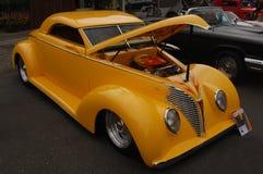 1939年福特习惯旧车改装的高速马力汽车 库存照片