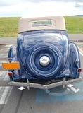 1936年福特敞篷车小轿车背面图 图库摄影