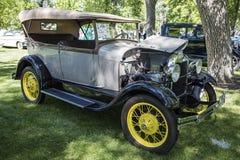 1928年福特模型敞蓬旅游车4dr葡萄酒 免版税库存图片