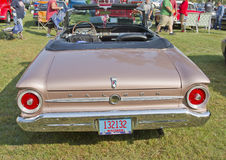 1963年福特猎鹰背面图 图库摄影