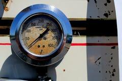 1940年福特霍华德木桶匠消防车扁平头的V-8测量仪 免版税库存图片