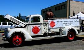 1940年福特霍华德木桶匠消防车扁平头的V-8 库存照片