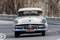 1954年福特主干线 免版税库存图片