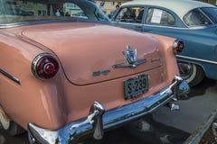 1954年福特Crestline Skyliner小轿车 免版税库存照片