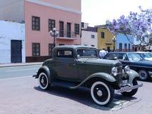 福特De Luxe与后方备用轮胎的小轿车两门 库存照片