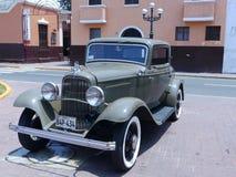 福特De Luxe小轿车两门在1932年修造的 库存照片