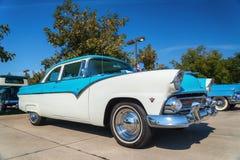 1955年福特Fairlane经典之作汽车 免版税库存图片