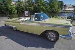 1959年福特Fairlane 2门敞篷车 免版税库存图片