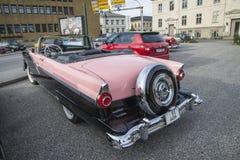 1956年福特Fairlane Sunliner敞篷车 免版税库存图片