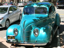 1938年福特V-8小轿车 免版税库存照片