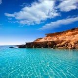 福门特拉岛ES Calo des Mort地中海海滩的绿松石 免版税库存照片