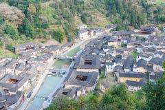 福建,中国- 2016年1月02日:Tianloukeng的Tulou Taxia村庄 库存照片