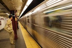 离去在NYC地铁的地铁 图库摄影