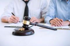 离婚判决婚姻, hus的溶解或取消 图库摄影
