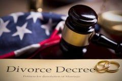 离婚旨令和惊堂木 免版税库存照片