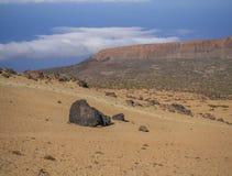 离开与紫金山的火山的风景在el teide nati 库存图片