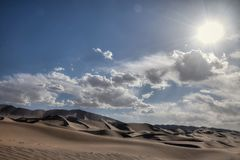 离开与蓝天和白色云彩的风景在背景,甘肃,中国中 库存照片