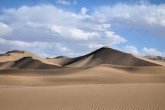 离开与蓝天和白色云彩的风景在背景,甘肃,中国中 免版税图库摄影